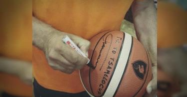 μπάλα με την υπογραφή του Παναγιώτη Γιαννάκη