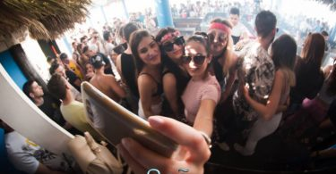 Sao Beach Bar τα έχει όλα , Μεσημεριανό Party